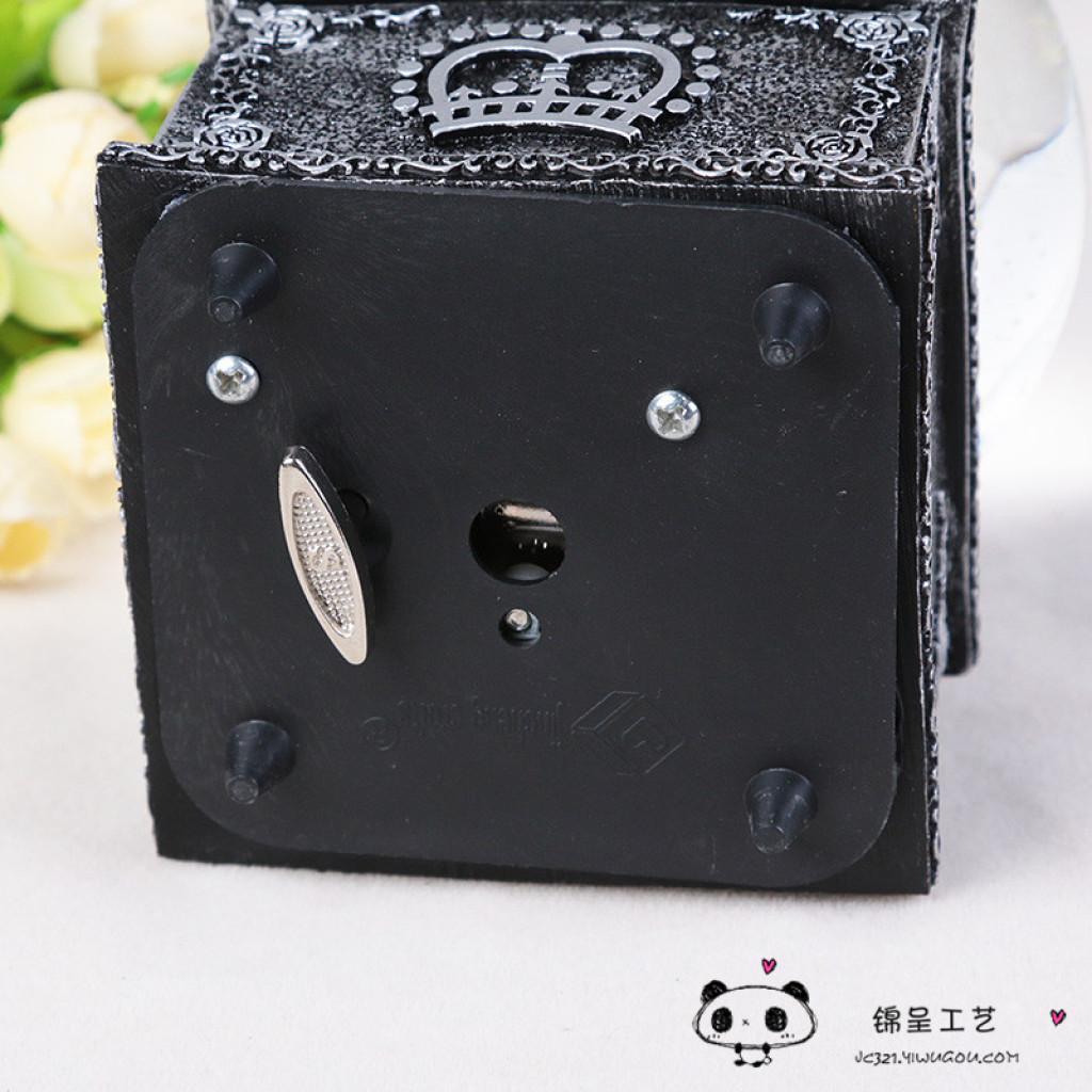 水晶球八音盒创意巴黎铁塔音乐盒送同学闺女