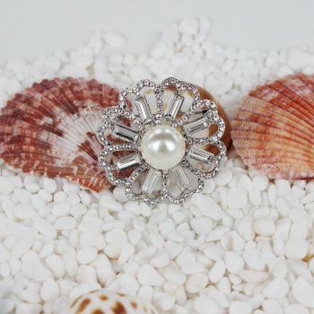 Korean fashion Crystal Pearl Brooch Pin cardigan sweater suit high-end accessories