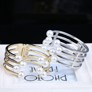 Europe and the United States and Europe stylish stylish multi light version of retro alloy inlaid pearl diamond bracelet