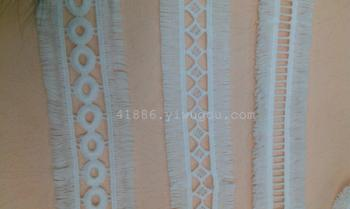 Symmetric lace tassel milk silk lace