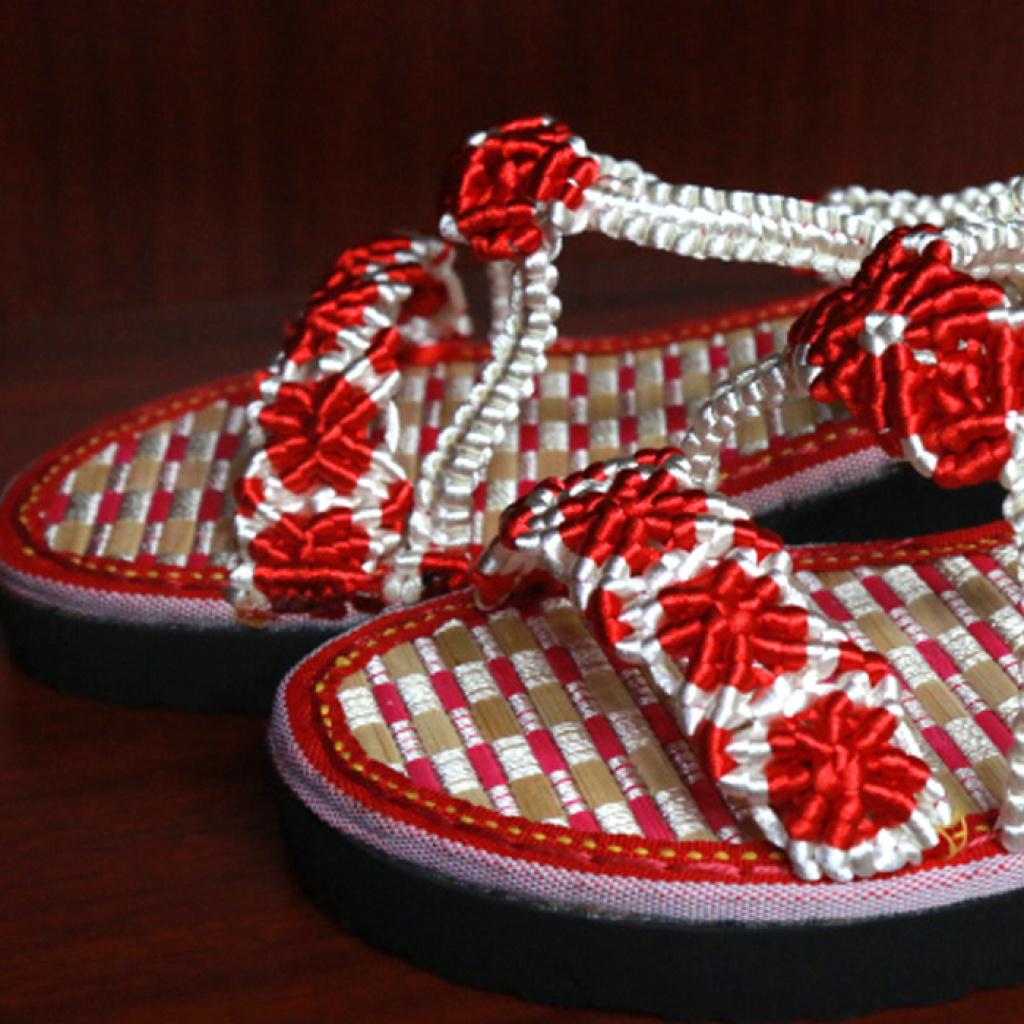 中国结手工编织白底红花夏天凉拖鞋