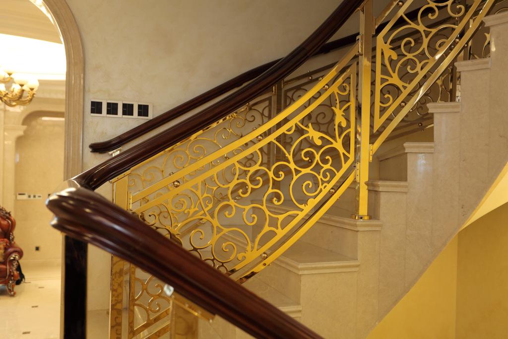 高端铝或铜楼梯扶手