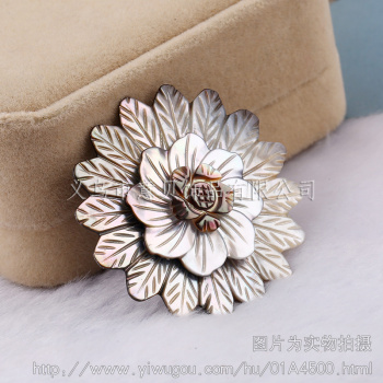 Yibei jewelry] marine natural shell 49mm happy three flower hand carved flower jewelry accessories