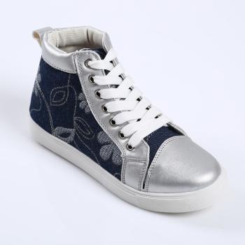 新款時尚中幫女士休閑鞋 顏色多樣
