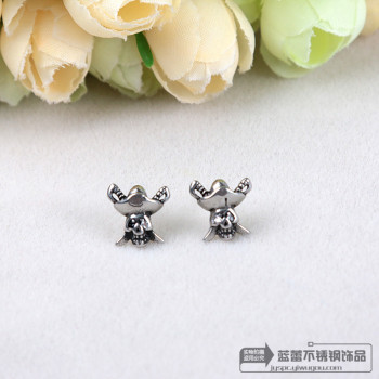 A stainless steel titanium Punk Skull handsome tide hypoallergenic earrings and hip hop
