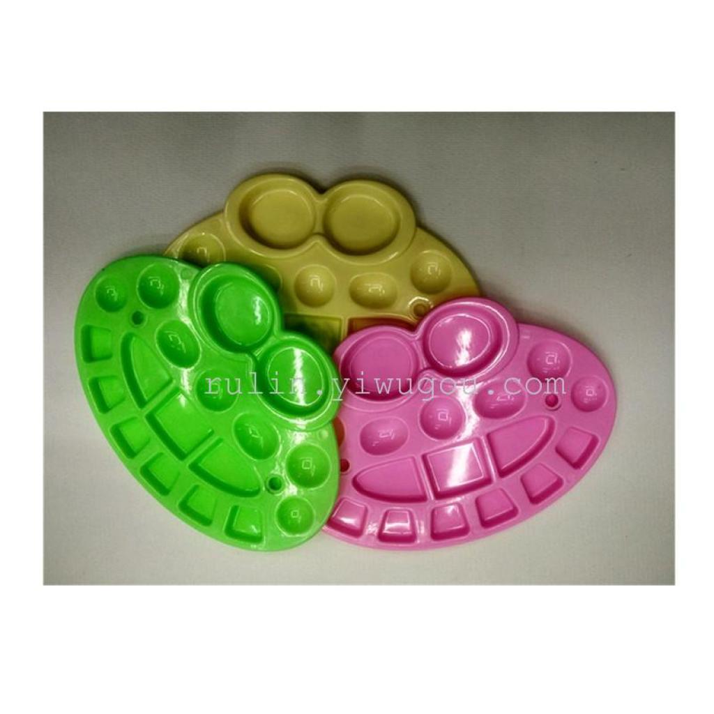 プラスチックパレットのパレットの小さな子供たちの水彩絵の具