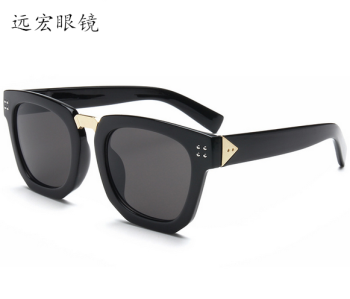 2017 burst fashion sunglasses, couple with the paragraph