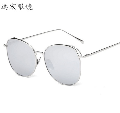 The new trend of colorful street shooting sunglasses