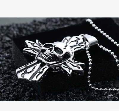 Men's personality domineering skull casting boys Cross Pendant Stainless Steel Pendant Necklace for men