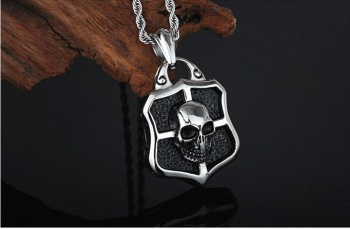 European and American retro punk man skull casting stainless steel pendant pendant men's fashion personality