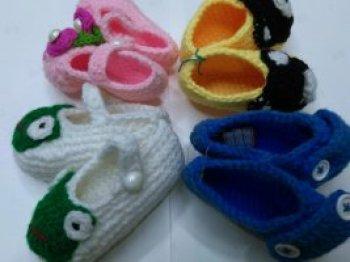 手工钩织婴儿鞋