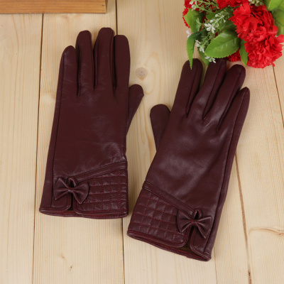 Autumn and winter ladies leather gloves warm and velvet fashion touch gloves.