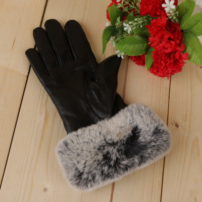Leather gloves, ladies' winter touch gloves and warm and thick rabbit hair.