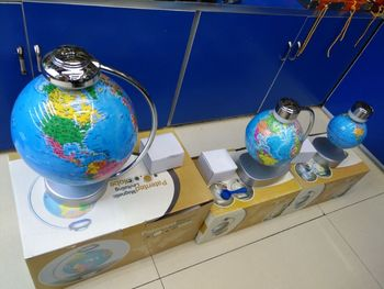 Manufacturers for the suspension of magnetic levitation under the globe charged live pvc crafts decoration