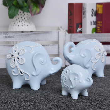 The new European creative ceramic elephant suit decoration living room cabinet decoration