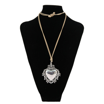 Fashion silver frame leaves white figure love long necklace type sweater chain jewelry and accessories