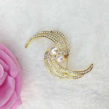 Korean version of thediamond pearl high-grade full-breasted brooch wild brooch cardigan pin scarf buckle accessories