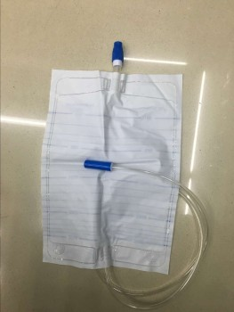 换尿袋的步骤图片