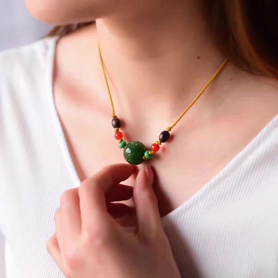 锁骨链  老坑菠菜绿 民族风的设计 ,手工编绳  规格约18mm 项链大小可