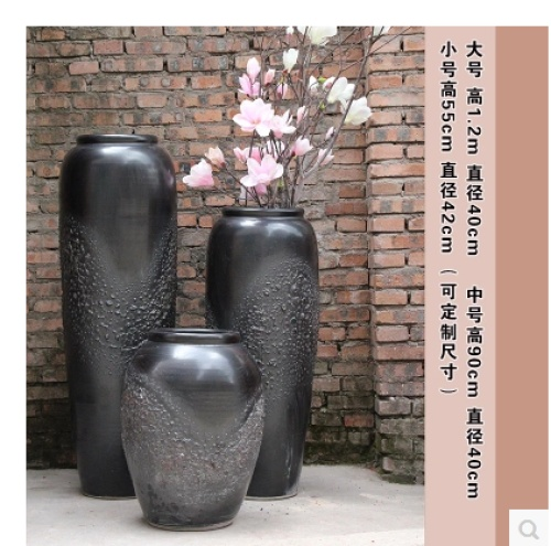 Soil pots and large vases of the villa villa courtyard green plant landscape soft decorative floor flowers