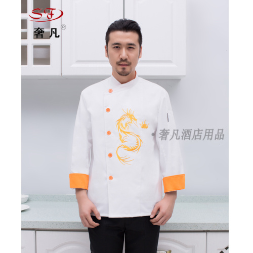 The hotel chef suits the suit to make the Chinese style western chef