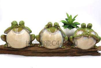 Pottery decoration piggy bank three frogs