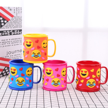 Baby huangrenpeipei pig smiley faces nursery school students silicone brush rinsing cup water Cup