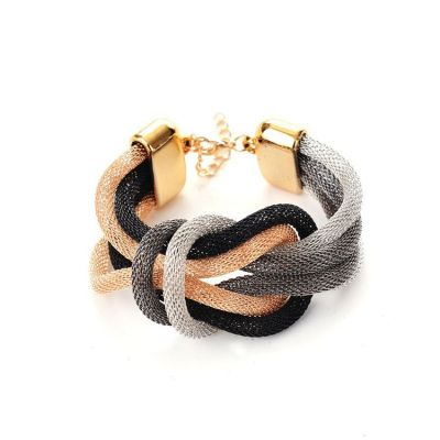 Factory outlet in Europe and simple preparation of metal bracelet 8 word temperament European fashion bracelets