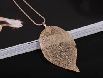 Factory Outlets Europe and America natural true leaf gilt long necklace individuality simple leaf sweater chain