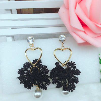 Black lace Japanese and Korean ins taobao carpet hot love lace earrings