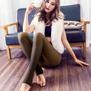 Lady wearing warm real skin fall/winter thick leggings one pants