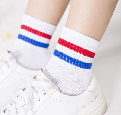 Korean men and women fall stripes sports socks College wind Korean two barrels in the tube socks cotton socks