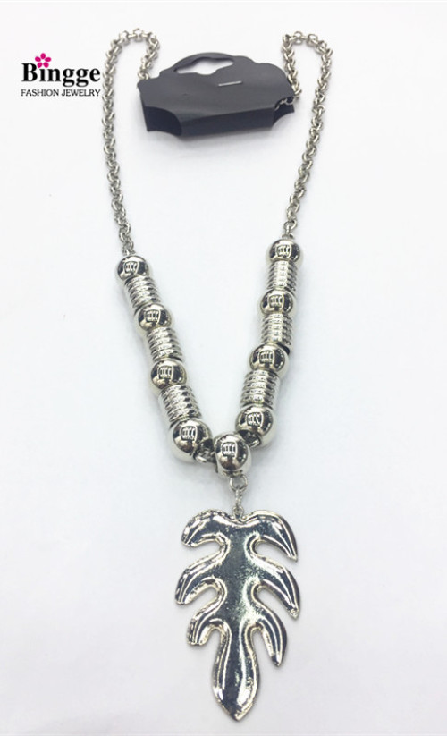 Europe and the United States popular jewelry personality leaves necklace sweater chain factory outlets