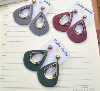 The new type of wood jewelry earrings diamond shaped hollow double character fashion simple temperament earrings