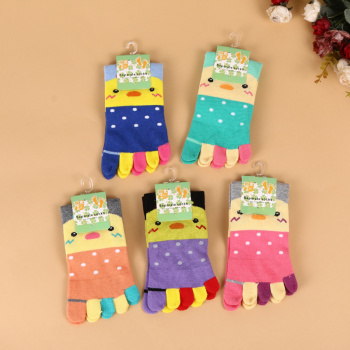 2017 new winter comfort and warmth five fingers stockings with lovely cartoon stockings