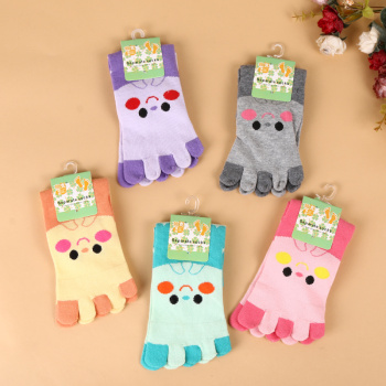 2017 new winter comfortable warm and warm five fingers socks and socks lovely cartoon stockings