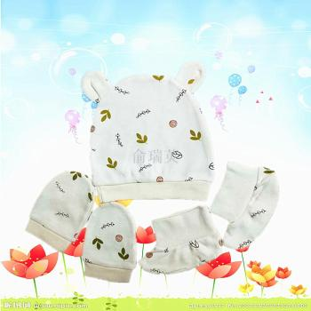 Manufacturer direct sale baby printed hat gloves with three sets of baby socks combed cotton tire cap