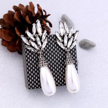 The ancient and fresh water drops pearl leaf insert diamond earrings earrings earrings in Europe and America