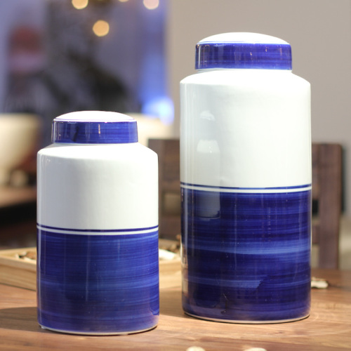 Ceramic craft products blue and white porcelain storage jar household decoration small size.