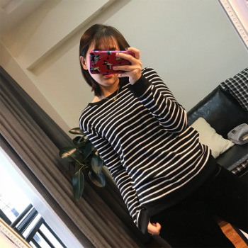 Spring and autumn loose round collar black and white striped T-shirt female long sleeve cotton shirt.