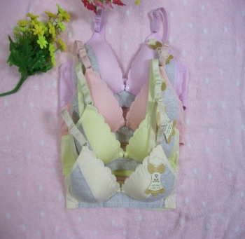 Pure cotton embossed lace bras are arranged in a combination of breast-feeding bras.