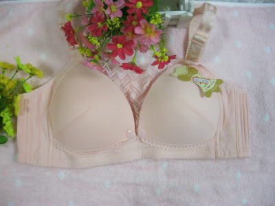 Cotton braided bras with breast feeding bras are packed together to protect the bra.