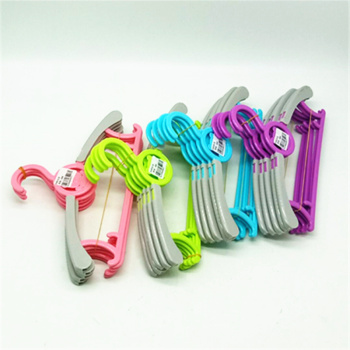 Children's clothes rack plastic baby clothes rack baby clothes hanger clothes hang cute cartoon can be telescoped.
