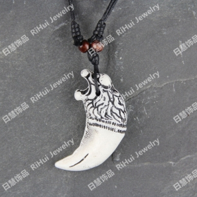 Fine recommendation Buddha bead ox bone necklace exquisite aesthetic bone carving decoration hipster leopard head teeth X0077
