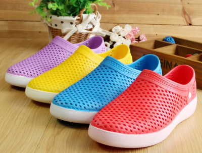 The new summer Crocs indoor beach slippers sandals Baotou leisure breathable parent-child couples