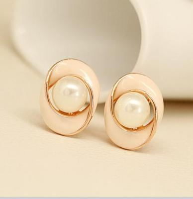 Korean fashion exaggerated elliptical spiral Pearl Stud Earrings