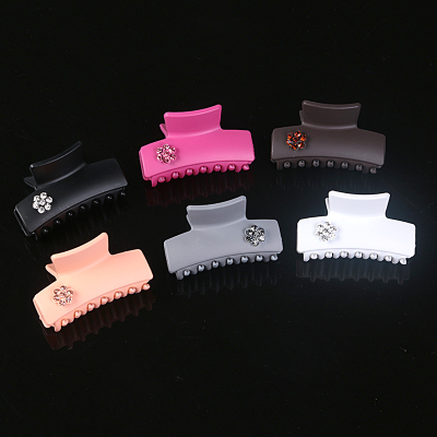 Japan and South Korea the latest fashion square with diamond claw clip Meiya light shark Chuck Accessories