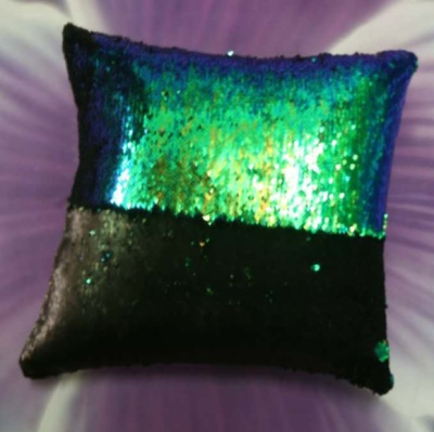 The new AB version of the sequins can be turned on the bright side of the light cushion round the color of the pillow.