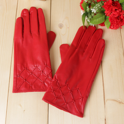 Women's leather gloves are warm and warm with a touch screen gloves in autumn and winter.