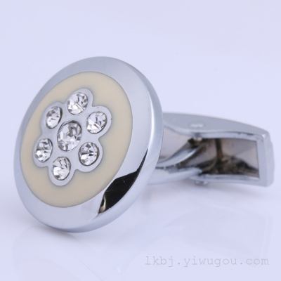 Lake hardware men's and women's suits and shirts are fashionable with diamond cufflinks